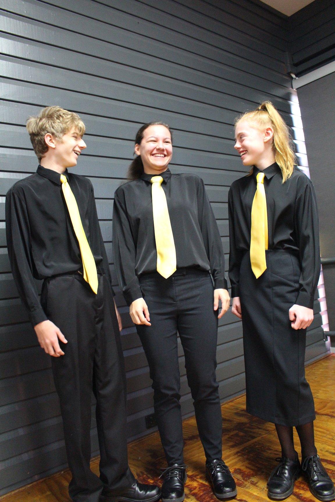 Camisa Y Pantalon De Uniforme Escolar Color Negro Cstradha