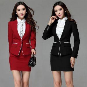 Falda y chaqueta ejecutiva con camisa combinada