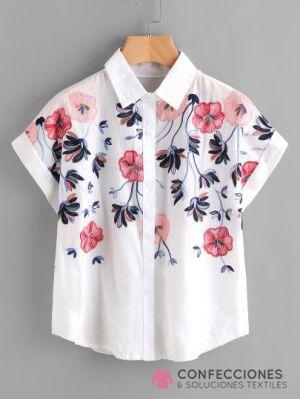 camisa con ramos de flores cstradha