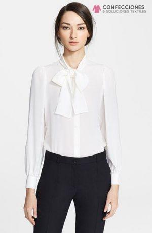 camisa de seda para recepcionista con lazo cstradha