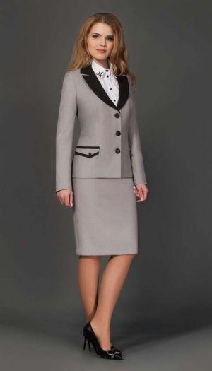 Chaqueta y falda ejecutiva con cuello y bolsillo combinado