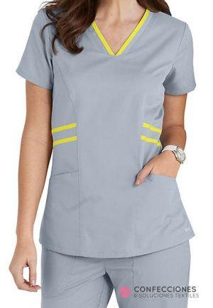 uniforme medico con raya amarilla cstradha