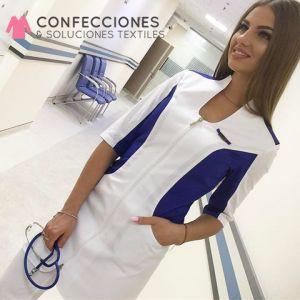 uniforme medico de mujer combinado con azul cstradha