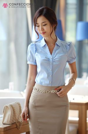 uniforme para recepcionista con camisa y moda