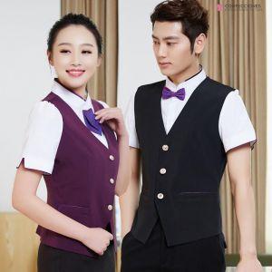 uniformes para camareros con chalecos de diferentes colores cstradha