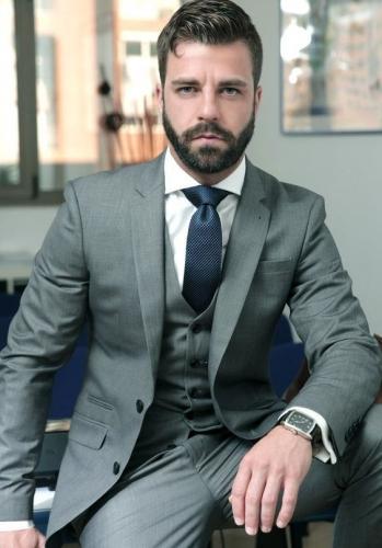 Uniforme ejecutivo para hombre, pantalon y chaqueta con un estilo fresco y elegante.