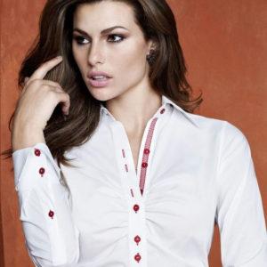 blusa para uniforme ejecutivo con botonera combinada y personalizada